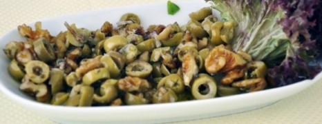 Cevizli Zeytin Salatası